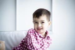 Παιδί στο πουκάμισο, πορτρέτο Στοκ εικόνες με δικαίωμα ελεύθερης χρήσης