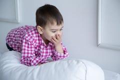 Παιδί στο πουκάμισο, πορτρέτο Στοκ εικόνα με δικαίωμα ελεύθερης χρήσης