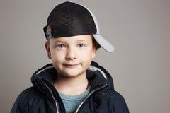 Παιδί χειμερινού ύφους Παιδιά μόδας Στοκ φωτογραφία με δικαίωμα ελεύθερης χρήσης