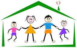 Παιδιά γονέων στο σπίτι για την ευτυχή οικογένεια ελεύθερη απεικόνιση δικαιώματος