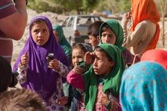 Παιδιά επαιτών που ικετεύουν για τα χρήματα από τον τουρίστα στη φύση Ladakh Ινδία Στοκ φωτογραφία με δικαίωμα ελεύθερης χρήσης
