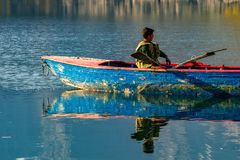 Παιδιά με τη βάρκα Στοκ εικόνες με δικαίωμα ελεύθερης χρήσης