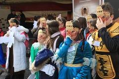 Παιδιά με τις μάσκες καρναβαλιού Στοκ Εικόνα