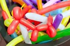 παιδιά μπαλονιών τέχνης που στρίβουν το εργαστήριο στοκ φωτογραφία με δικαίωμα ελεύθερης χρήσης