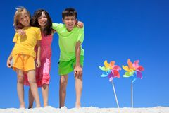παιδιά παραλιών ευτυχή Στοκ Εικόνα