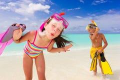 παιδιά παραλιών ευτυχή Στοκ φωτογραφίες με δικαίωμα ελεύθερης χρήσης