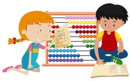 Παιδιά που μαθαίνουν Math με τον άβακα Στοκ φωτογραφίες με δικαίωμα ελεύθερης χρήσης