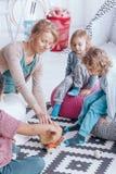 Παιδιά που παίζουν με το δάσκαλο Στοκ Εικόνα