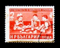 Παιδιά που παίζουν, πενταετές σχέδιο στις πιό σύντομες προθεσμίες serie, circa 1960 Στοκ Εικόνες