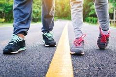 Παιδιά που τρέχουν στο δρόμο για την υγεία Στοκ Εικόνες