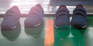 Παιδιά που τρέχουν το παπούτσι Στοκ φωτογραφίες με δικαίωμα ελεύθερης χρήσης
