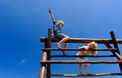 Παιδιά στην παιδική χαρά Στοκ εικόνες με δικαίωμα ελεύθερης χρήσης