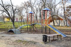 Παιδική χαρά για τα παιδιά στο πάρκο πόλεων παιδική χαρά s παιδιών Στοκ Φωτογραφίες