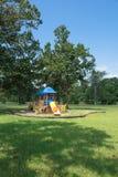 Παιδική χαρά κάτω από το μεθύστακα του δρύινου δέντρου Στοκ φωτογραφία με δικαίωμα ελεύθερης χρήσης