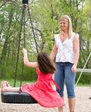 παιδική χαρά κορών mom Στοκ Φωτογραφίες