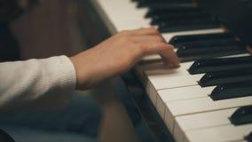 Παιδικό παιχνίδι το πιάνο φιλμ μικρού μήκους
