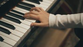 Παιδικό παιχνίδι το πιάνο απόθεμα βίντεο
