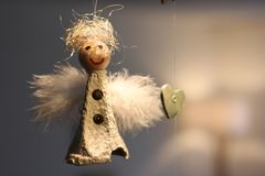 Παιδιών handcraft Άγγελος τα Χριστούγεννα διακοσμούν τις φρέσκες βασικές ιδέες διακοσμήσεων στοκ φωτογραφία με δικαίωμα ελεύθερης χρήσης