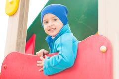 Παιχνίδια αγοριών στην παιδική χαρά Στοκ Φωτογραφίες