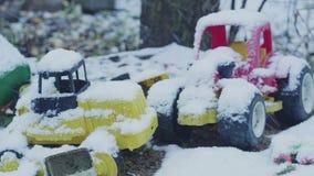 Παιχνίδια κάτω από το χιόνι φιλμ μικρού μήκους