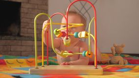 Παιχνίδια και παιχνίδια για τις ειδικές ανάγκες Ανάπτυξη μωρών Πρώιμη έναρξη Ανάπτυξη των παιχνιδιών για τα μωρά Δραστηριότητα πα φιλμ μικρού μήκους