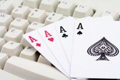 παιχνίδια καρτών σε απευθείας σύνδεση Στοκ φωτογραφία με δικαίωμα ελεύθερης χρήσης