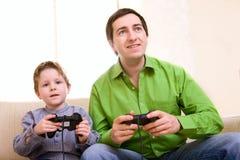 παιχνίδια που παίζουν το βίντεο Στοκ φωτογραφία με δικαίωμα ελεύθερης χρήσης