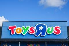 """Παιχνίδια """"Ρ """"εμείς, διεθνείς παιχνίδι και λιανοπωλητής προϊόντων μωρών στοκ εικόνες"""