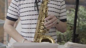 Παιχνίδια Saxophonist στο γεγονός απόθεμα βίντεο