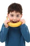 παιχνίδι αγοριών μπανανών στοκ φωτογραφία με δικαίωμα ελεύθερης χρήσης
