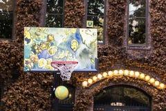 Παιχνίδι καλαθοσφαίρισης στο τετράγωνο πρωτοπόρων, Σιάτλ Στοκ Εικόνες