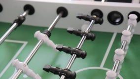 Παιχνίδι κινηματογραφήσεων σε πρώτο πλάνο του επιτραπέζιου ποδοσφαίρου Δυναμική κυκλοφορία των παικτών και των καμερών κατά τη δι απόθεμα βίντεο