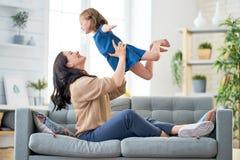 Παιχνίδι μητέρων και κορών στοκ φωτογραφίες