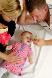 παιχνίδι μητέρων πατέρων μωρών Στοκ Φωτογραφία