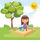 Παιχνίδι μικρών κοριτσιών στο πάρκο ελεύθερη απεικόνιση δικαιώματος