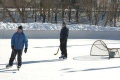 παιχνίδι πάγου χόκεϋ ερασιτεχνών στοκ εικόνα με δικαίωμα ελεύθερης χρήσης