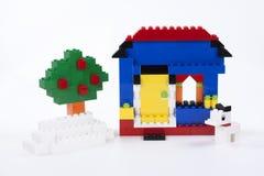 παιχνίδι πάρκων σπιτιών παιδιών οικοδόμησης μπαλκονιών διασκέδασης κίτρινο Στοκ φωτογραφία με δικαίωμα ελεύθερης χρήσης