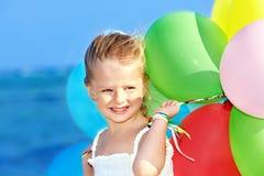 παιχνίδι παιδιών μπαλονιών Στοκ εικόνα με δικαίωμα ελεύθερης χρήσης
