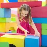 Παιχνίδι παιδιών Φραγμοί παιχνιδιών κατασκευής Παιχνίδια παιδιών Στοκ Εικόνες