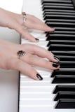 παιχνίδι πιάνων χεριών κινημ&alph Στοκ φωτογραφίες με δικαίωμα ελεύθερης χρήσης