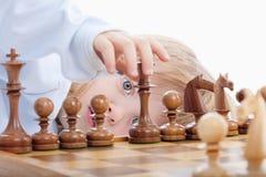 παιχνίδι σκακιού αγοριών Στοκ Φωτογραφίες
