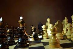 Παιχνίδι σκακιού κομμάτια σκακιού ξύλινα Στοκ Φωτογραφίες