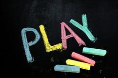 Παιχνίδι στον πίνακα κιμωλίας στοκ εικόνα με δικαίωμα ελεύθερης χρήσης