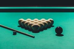 παιχνίδι του πίνακα με το ρωσικό σύνολο μπιλιάρδου Στοκ φωτογραφία με δικαίωμα ελεύθερης χρήσης