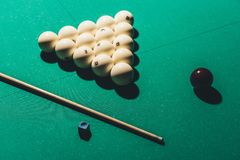 παιχνίδι του πίνακα με το ρωσικό σύνολο μπιλιάρδου Στοκ φωτογραφίες με δικαίωμα ελεύθερης χρήσης