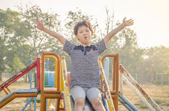 Παιχνίδια αγοριών στην παιδική χαρά Στοκ εικόνα με δικαίωμα ελεύθερης χρήσης