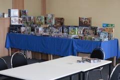 Παιχνίδια γραφείων στον πίνακα στο δωμάτιο των παιχνιδιών γραφείων Στοκ εικόνες με δικαίωμα ελεύθερης χρήσης