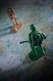 Παιχνίδια στρατιωτών στο χάρτη, πολεμική έννοια Στοκ Εικόνες