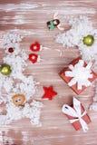Παιχνίδια Χριστουγέννων με τα χέρια τους στοκ εικόνες με δικαίωμα ελεύθερης χρήσης