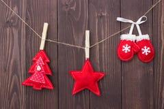 Παιχνίδια Χριστουγέννων με τα χέρια τους στοκ εικόνα με δικαίωμα ελεύθερης χρήσης
